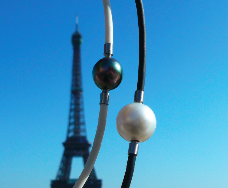Black and white pearls as interchangeable clasps at the Tour Eiffel