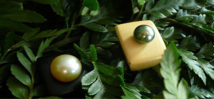 Cultured pearls set on wood rings