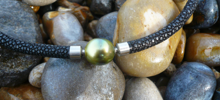 Tahiti pearl as interchangeable clasp on a stingray necklace