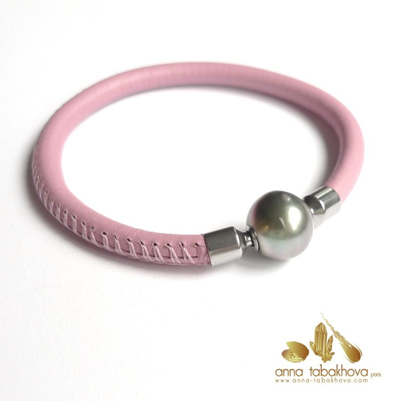 5 mm STITCHED Leather InterChangeable Bracelet with a black Tahiti pearl (sold separatly) .