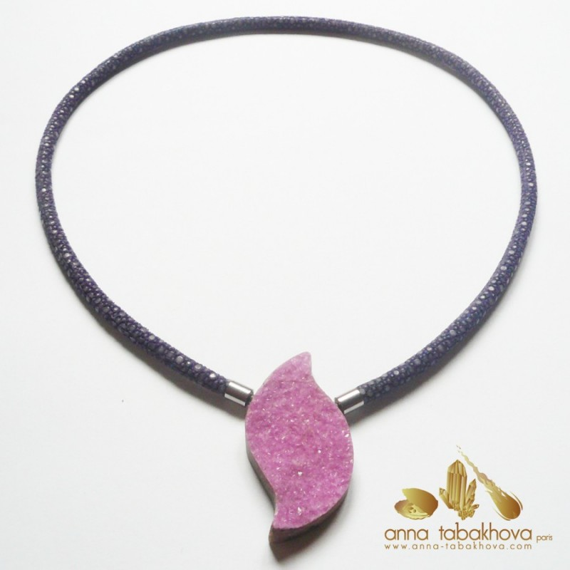 Cobalto-Calcite InterChangeable Clasp with a purple stingray necklace